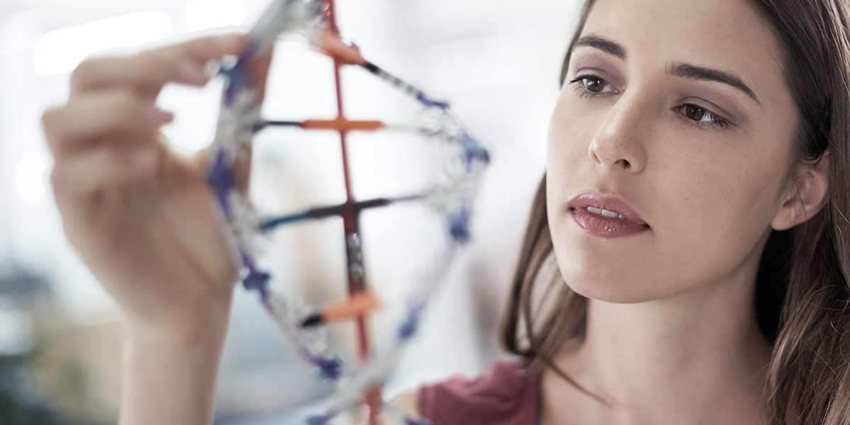 Atradius Annual Report 2018 - Image of woman looking at DNA | Atradius