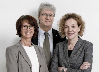 Andrea Sebastian-Weigner (l.), Underwriting, Aloys Lunkenheimer, Regionaldirektor Atradius-Vertriebsregion Mitte, Dr. Katharina Krieg, Account Managerin